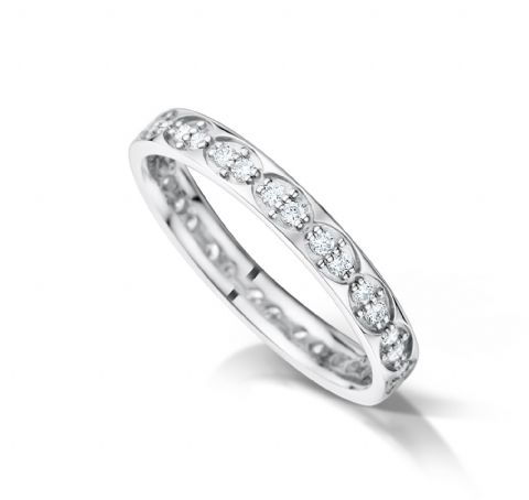 Grain set court eternity/wedding ring, platinum. 2.9mm x 1.5mm. Repeat oval pattern.